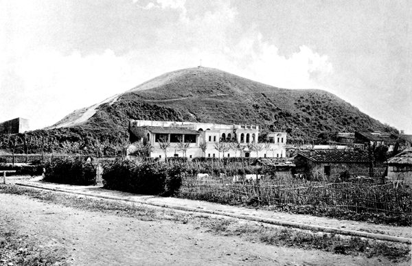 Monte Testaccio in Rome at the turn of the century.